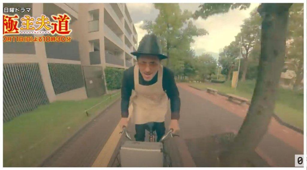 自転車に乗る玉木宏