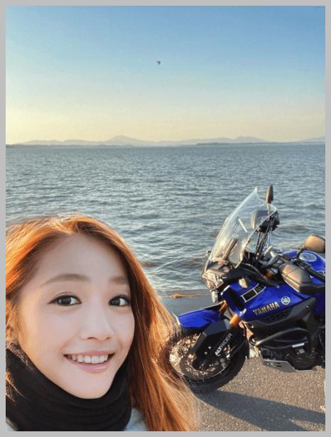 美人ライダー宗谷の蒼氷、ヤスコさんと海とバイク
